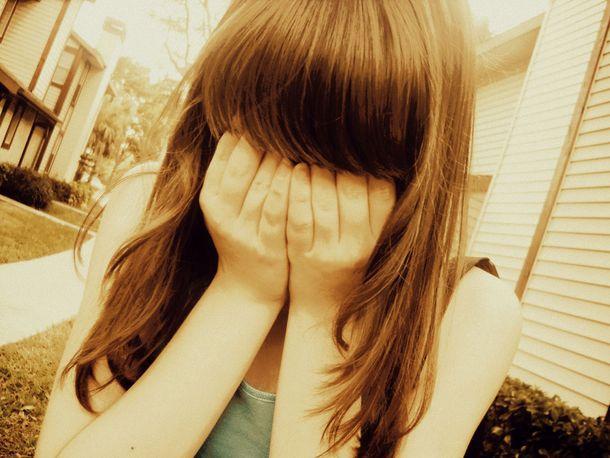 Фото девушки с челкой на аву